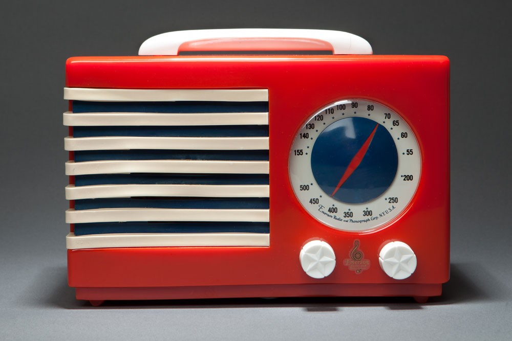 "Emerson Red Catalin ""Patriot"" 400 Radio Norman Bel Geddes Art Deco Design"